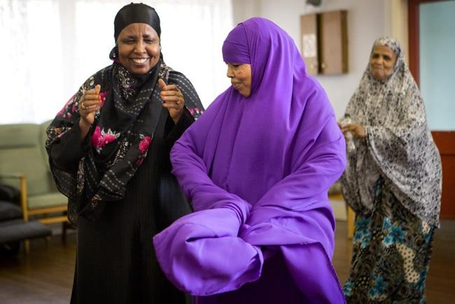 whfs_somali_womens_group_dancing